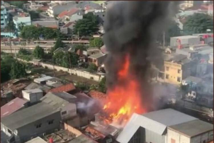 20 Unit Mobil Pemadam Tangani Kebakaran Jakpus