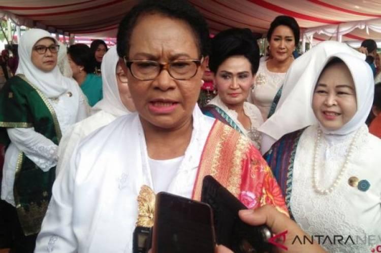 Istri-Istri Pejabat Kabinet Jokowi Nyanyikan Lagu Bunda