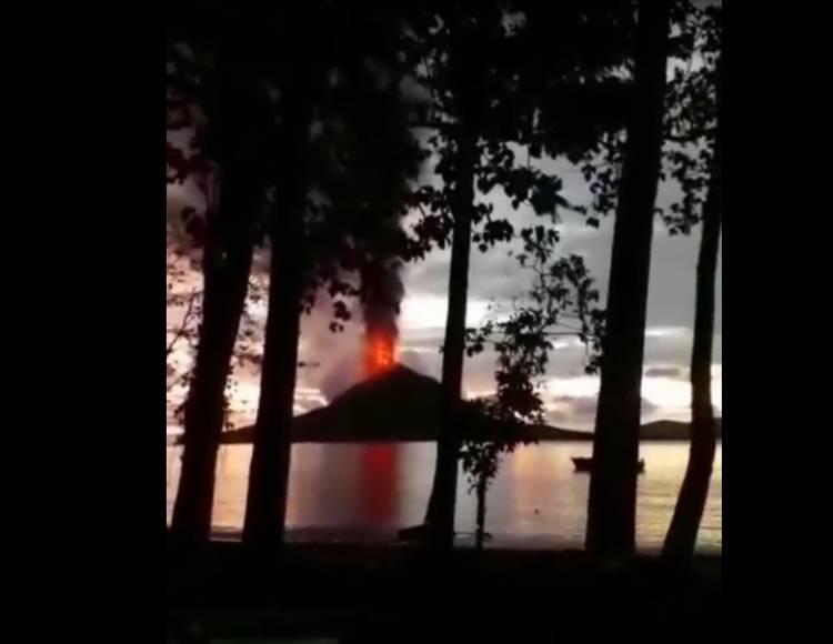 Beredar Video Mencekam Erupsi Anak Krakatau Sebelum Tsunami