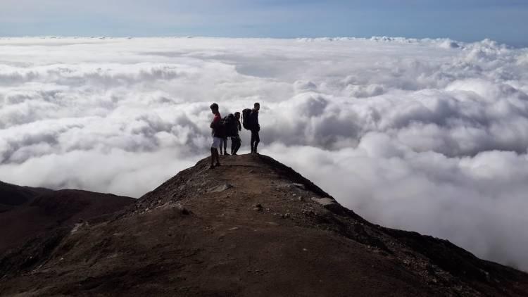DILARANG!! Jalur Pendakian Gunung Marapi Ditutup Pada Malam Tahun Baru