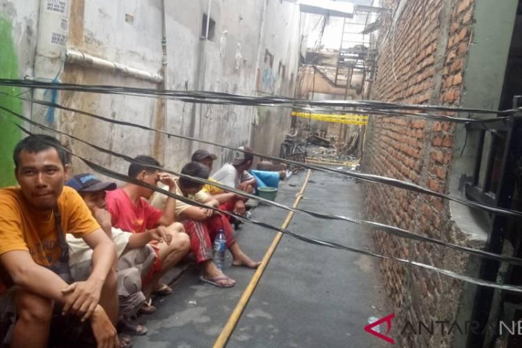 40 Rumah Terbakar, Raut Wajah Sedih Warga di Lokasi Kebakaran Jelambar