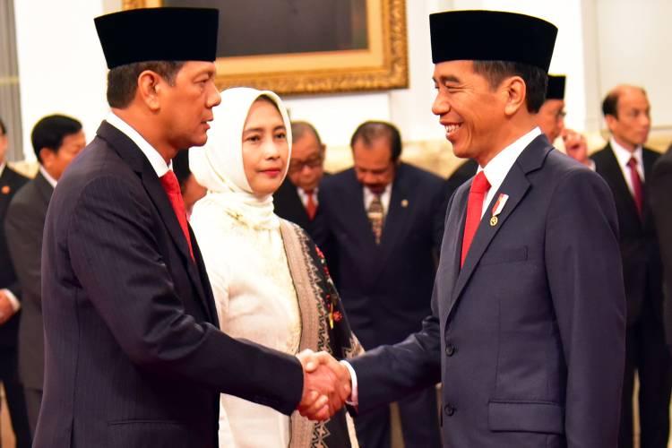Jokowi Lantik Letjen Doni Monardo Kepala BNPB
