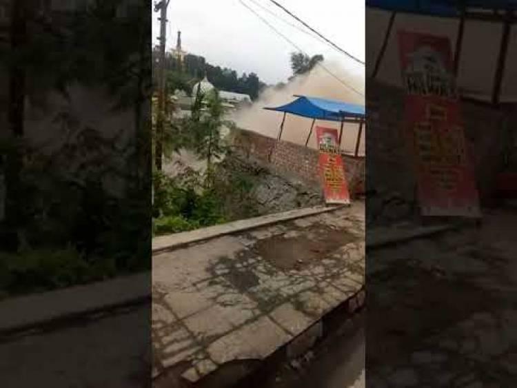 Ngeri! Begini Video 9 Ruko di Merangin Ambruk