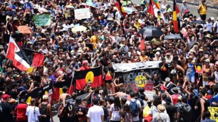 Puluhan Ribu Orang Memprotes Hari Australia