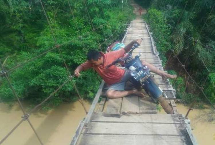 Nasib Miris!... Jembatan Gantung Lantak Seribu Merangin Rusak Berat