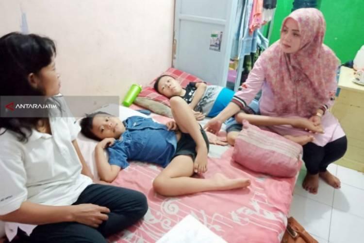 Kakak Beradik di Surabaya Ini Menderita Penyakit Langka