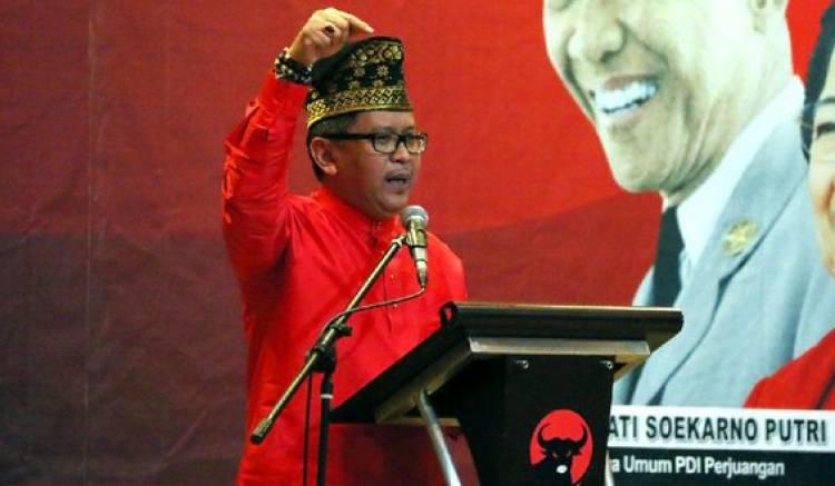 Hasto Sebut Tim Prabowo-Sandi Makin Panik