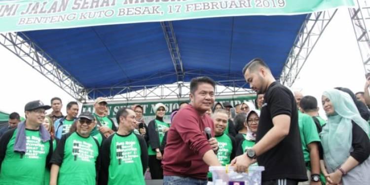 Peserta Dapat Hadiah Rumah Jalan Sehat Nasional KAHMI di Palembang