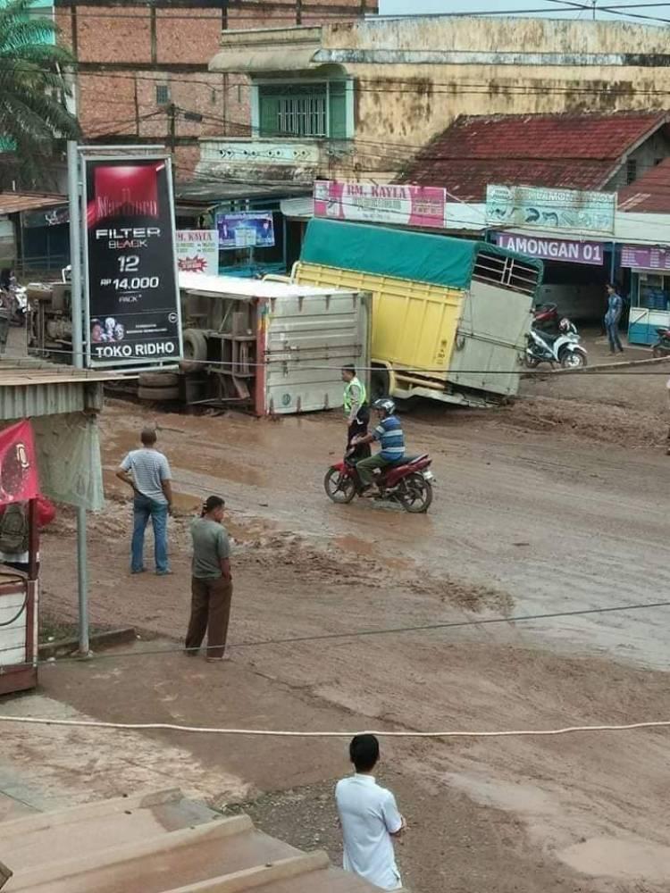 Jalan Lintas Timur Palembang-Jambi Rusak Parah Mulai Diperbaiki