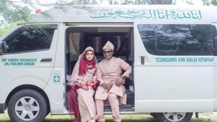 Horor, Prewed Pasangan Ini Pakai Mobil Jenazah