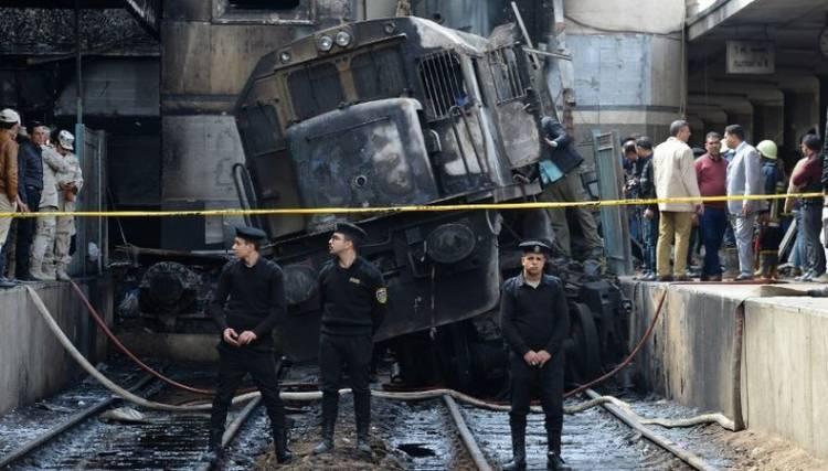 Dua Lusin Lebih Tewas dalam Kecelakaan Kereta di Stasiun Kairo