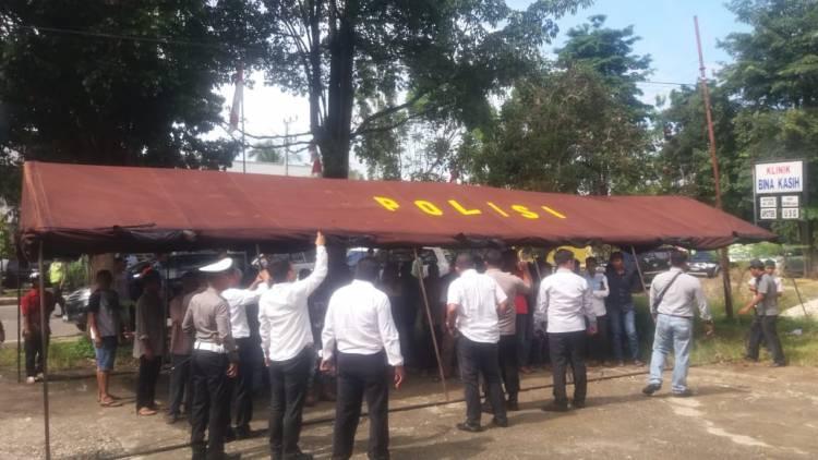 Masa Pendukung 5 Anggota DPRD Gruduk Kantor Bawaslu Sarolangun