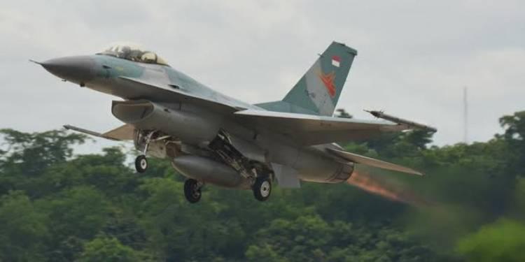 Langit Riau Heboh, F16-Hawk 100/200 Diuji Tempur