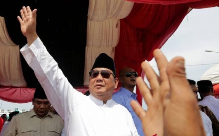 Begini Antusias Ribuan Warga Kalbar Tunggu Kedatangan Prabowo di Istana Kadariah