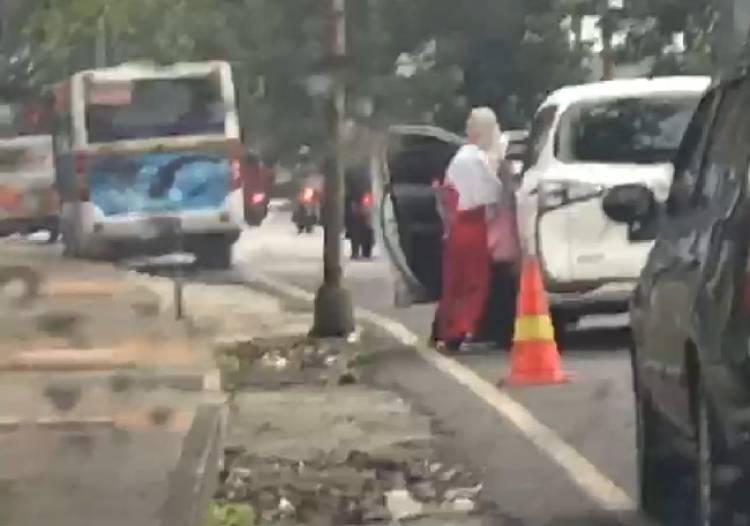 VIRAL, Video Pelajar SD Didorong dari Mobil Hingga Terjatuh