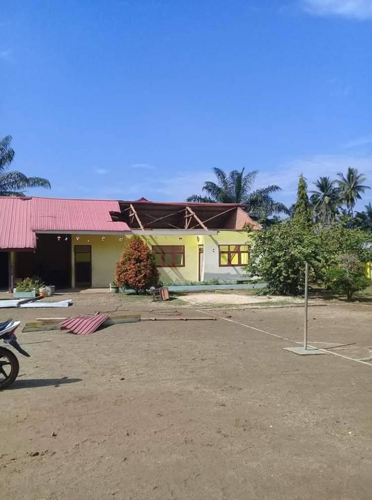 Puting Beliung Terjang Sari Mulya Bungo, Ratusan Rumah Rusak