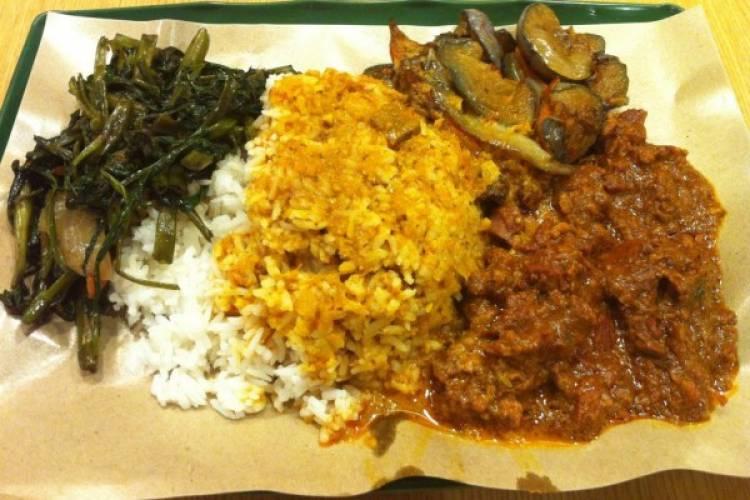 Nasi Padang Rp10 Ribu, Setimpal Nggak Rasa dan Harga?