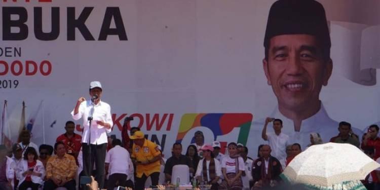 Jokowi: Nggak Apa-Apa Sini Putih Sana Putih, Berarti ke TPS Putih-Putih Semua