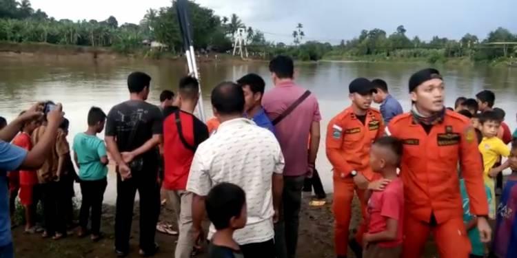 Sempat Terombang-ambing di Jembatan Gantung, Warga Bungo Jatuh ke Sungai