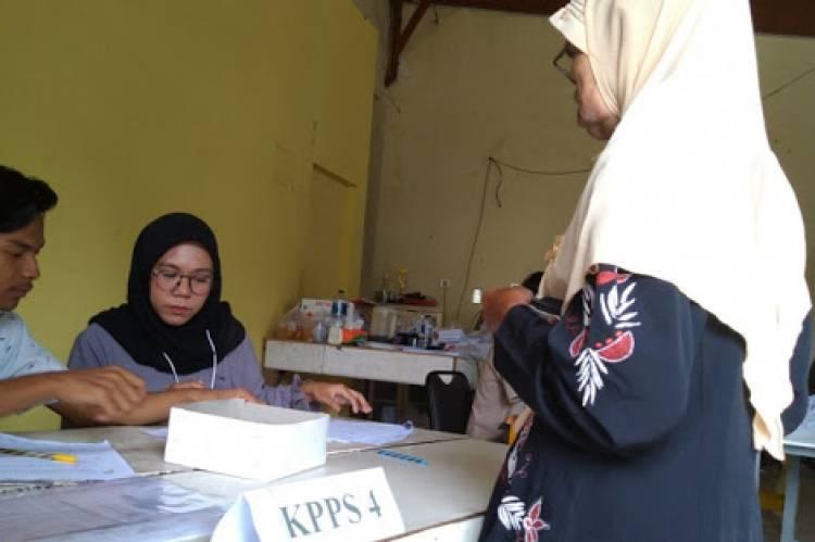 Masyarakat Padang Antusias Coblos Ulang Pemilu