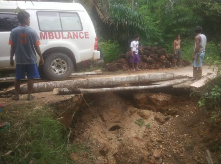Akibat Curah Hujan Tinggi Jalan Air Hitam Sarolangun Amblas