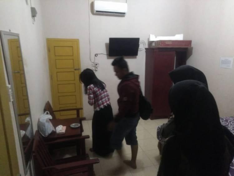 Razia Malam Ramadhan, Satpol Kota Tangkap Sepasang Kekasih di Kamar Hotel