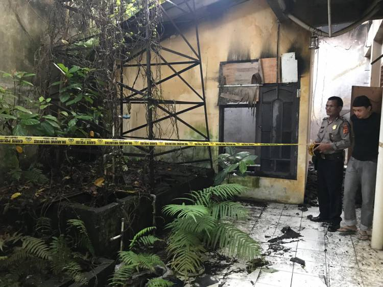 Dapur Wisma Bhayangkara Jambi Terbakar Hebat