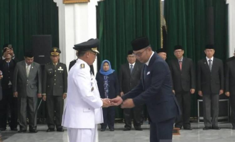 Imron Rosyadi Dilantik Jadi Wabup dan Menjabat Sebagai Plt Bupati Cirebon