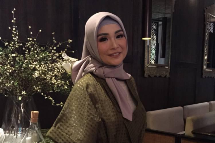 Kisah Hijrah Soraya Larasati Yang Kini Mantap Berhijab