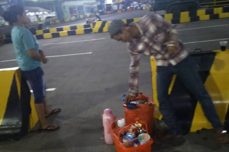 Mengais Rejeki di Pelabuhan Merak, Pedagang: Kami Untung Rp300 Ribu