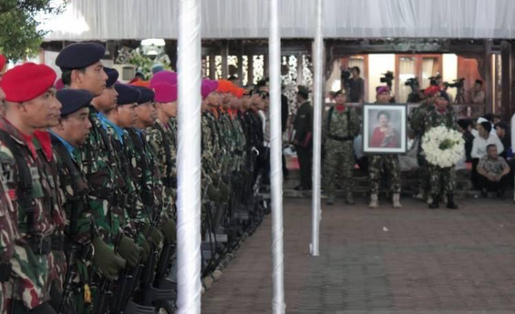 Upacara Penyemayaman Ani Yudhoyono di Cikeas Libatkan Puluhan Tentara