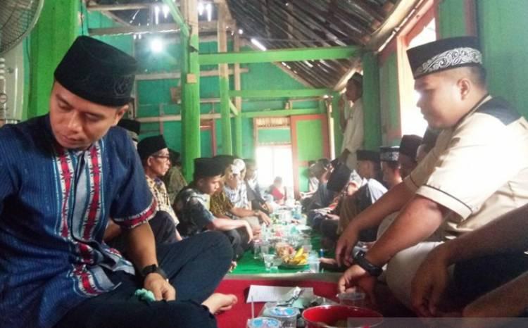 Ziarah Rumah Gadang Tradisi Dharmasraya Rayakan Idul Fitri