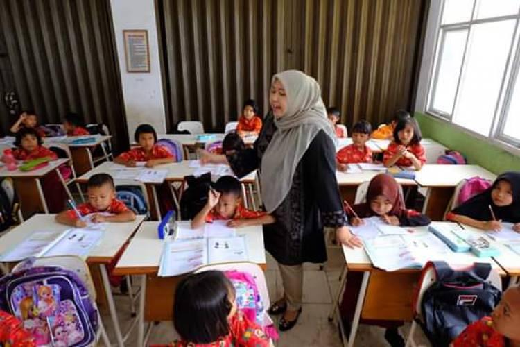 Hari Pertama Masuk Sekolah, Masnah : Belajar yang Rajin Ya