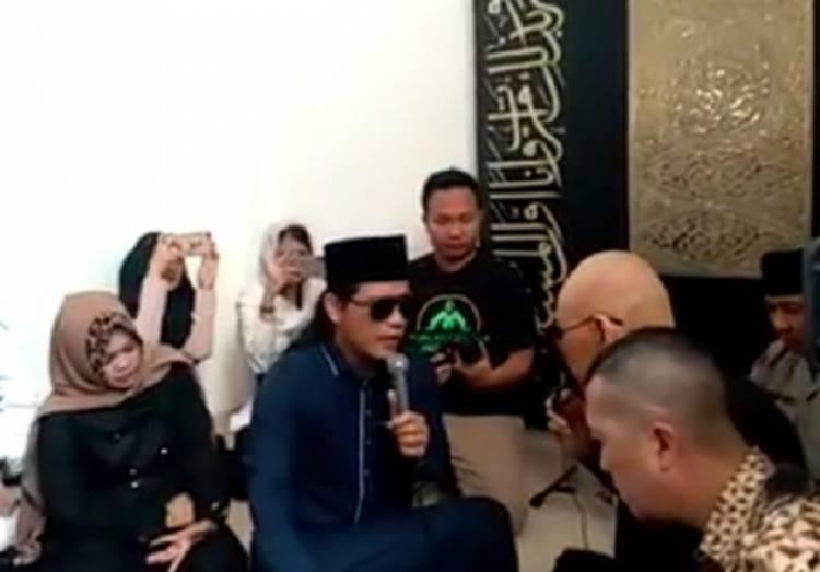 TAKBIR! Deddy Corbuzier Masuk Islam