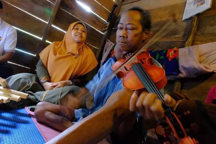 Seniman Saidin Idap Tumor Colli, Masnah: Kita Upayakan Bantuan Pemkab dan Semoga Segera Berobat ke Palembang