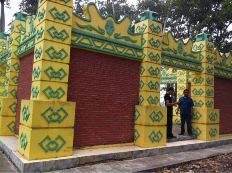 Unik! Wisata Makam Puteri Kaca Mayang di Tengah Kebun Sawit
