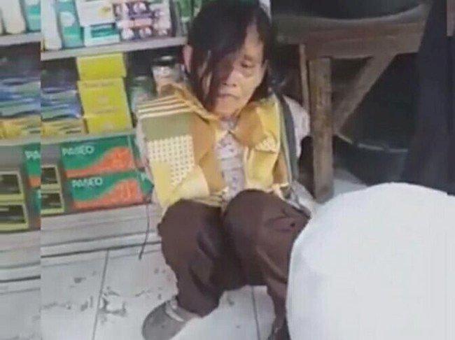 Pedih!! Nenek Pencuri Beras Ini Tangan Diikat dan Kaki Diinjak