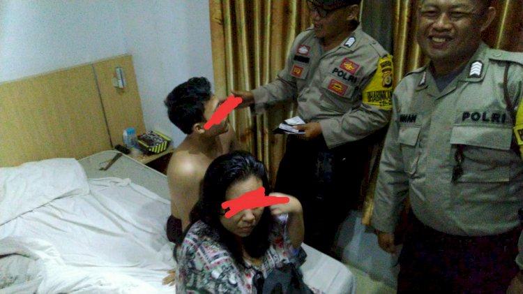 Demi Kejar Brondong, Emak-emak Asal Jaksel Diciduk dalam Kamar Hotel