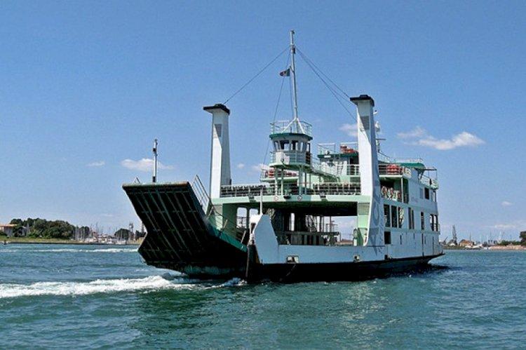 Baru Menikah, Wanita Muda Terjatuh Ke Laut Saat di Atas Kapal Feri