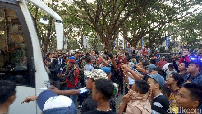 Bus Persija Dilempari di Stadion Mattoanging Makassar