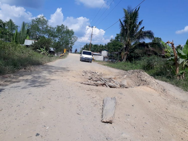 Sepanjang 8 KM Jalan Provinsi Rusak Berat Dikeluhkan Warga Teluk Nilau