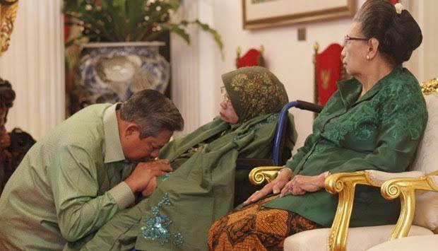 Ibunda SBY Sakit, Kini Dirawat di RS di Cibubur