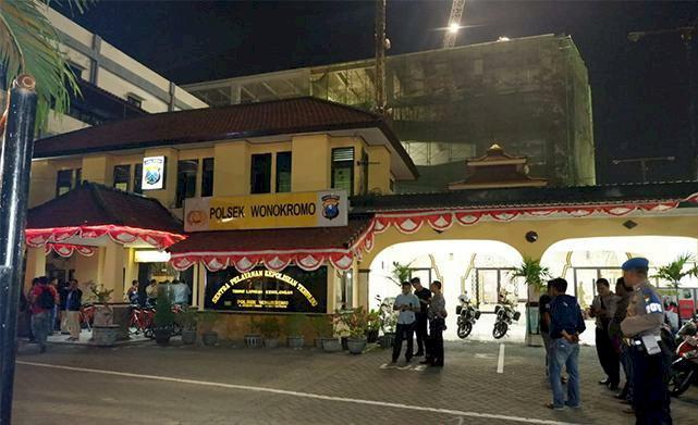 Polsek Wonokromo Diserang Orang Tak Dikenal, Seorang Polisi Terluka