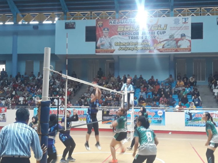 Tumbangkan Tim Polresta, Tim Voli Putri Muarojambi Melaju ke Final Kapolda Cup 2019
