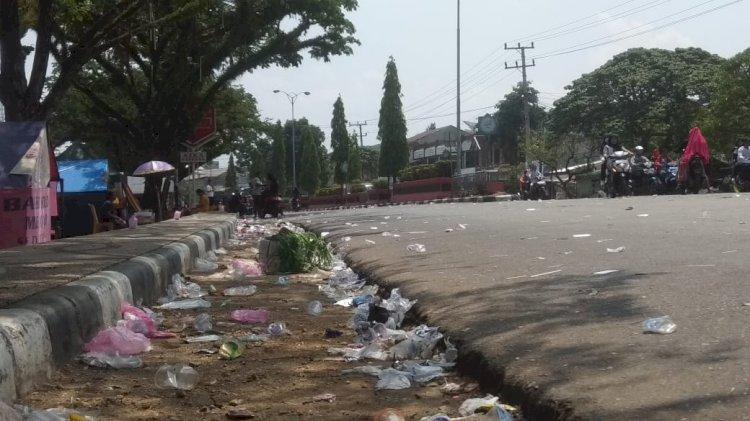 Usai Pawai 17 Agustus, Kota Sarolangun Dipenuhi Sampah