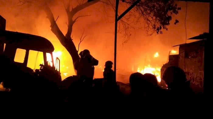 Gedung Penyimpanan Peluru Polda Metro Terbakar Hebat