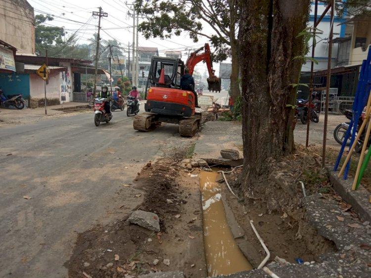 Proyek Drainase Pasar Sarolangun Hancurkan Pipa PDAM