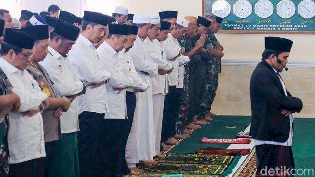 Jokowi Gelar Salat Minta Hujan di Riau
