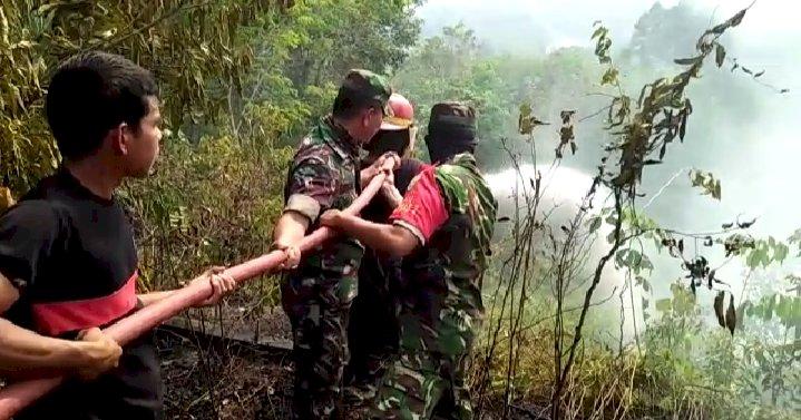 Dua Hektar Lahan Sawit Terbakar, Damkar Jujuhan dan TNI Berjibaku Padamkan Api
