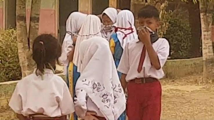 Siswa Kebingungan, Pengumuman Libur Sekolah hanya Melalui Pesan WhatsApp